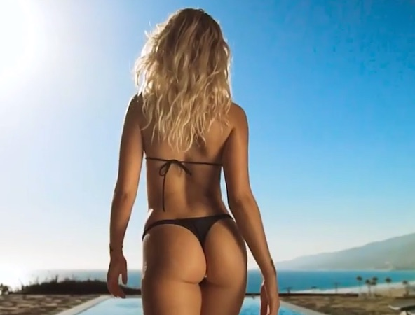 Hot Fitness Model Showing All Booty In Gram Video