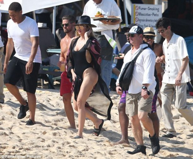 Khloe Hits the Cabo Beach Without Tristan