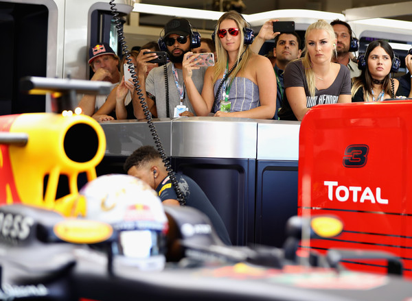 Lindsey Vonn Checking Out Lewis Hamilton With Spurs Guard Patty Mills