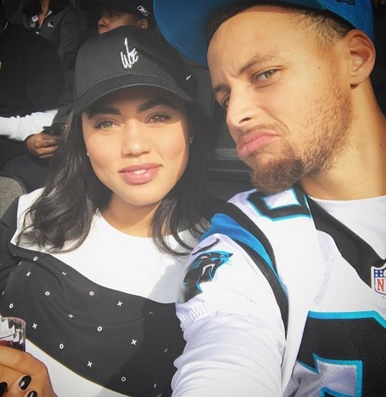 Steph Curry loses bet, wears Derek Carr jersey