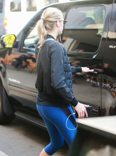 Kate Upton Working Her Butt Off AT Hollywood Gym