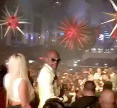 Floyd Mayweather Partying Till Wee Hours at LIV Sunday