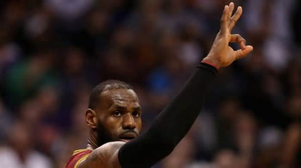 LeBron James Counts His Rings For Warriors Fans During Cavs' Blowout Loss