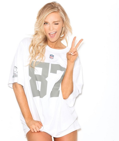 Gronk's Girlfriend Shows off in Latest Photo Shoot