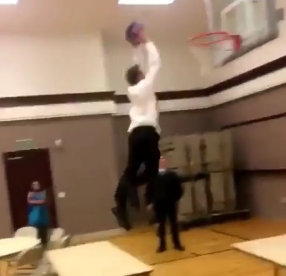 This Guy Took a Major L With This Dunk Attempt