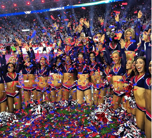NFL cheerleaders Suing the League
