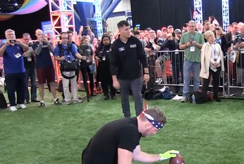44 Year Old Kicker Adam Vinatieri Set A World Record For Most 20 Yard Field Goals In A Minute