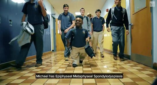 A 3'8″ Dwarf Gets A Chance To Play High School Basketball
