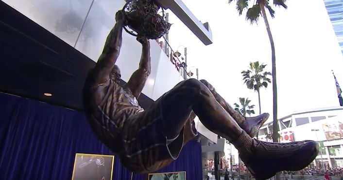 Shaq Unveiled His Statue At The Staples Center