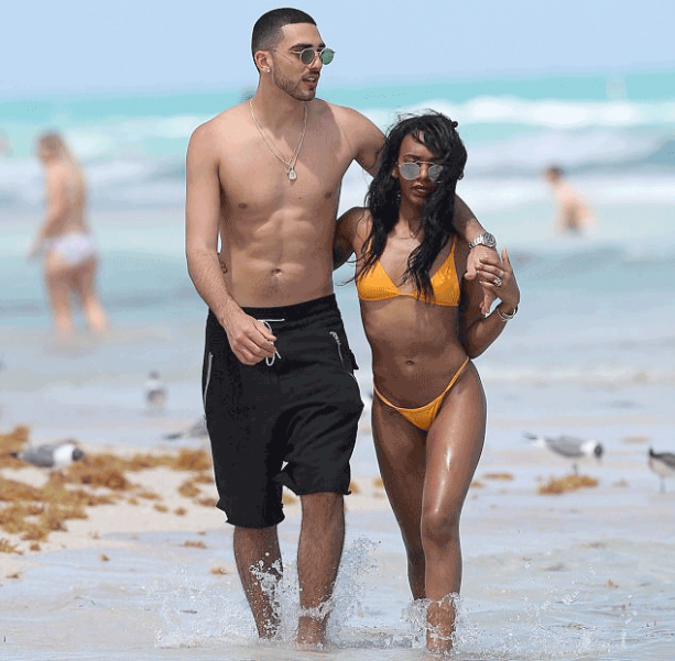 On A Positive Note Magic Johnson's Daughter In A Bikini On South Beach
