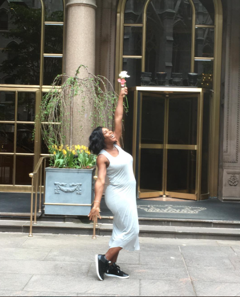 Serena Williams Flaunting Her Baby Bump in NY