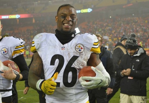 Instagram Model Puts Le'Veon Bell On Blast For Sliding Into Her DMs