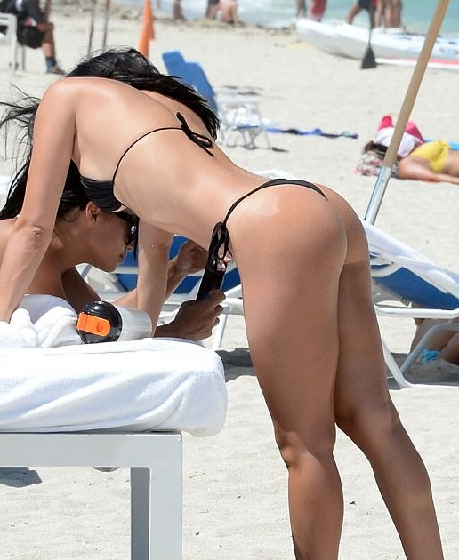 Johnny Manziel's Fiance Straight Flossin' at the Beach