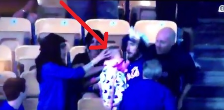 Idiot Mets fan catches foul ball at Dodger Stadium; Nearly drops Baby
