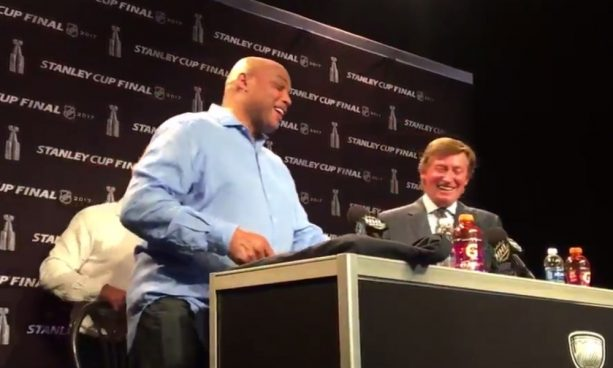 Charles Barkley Crashed Wayne Gretzky's SCF Press Conference