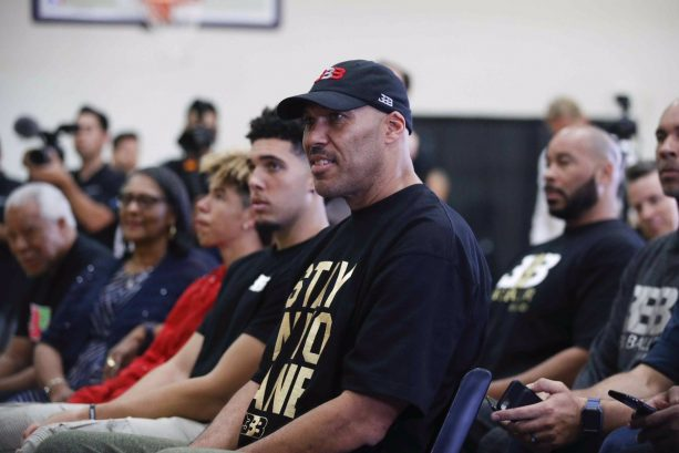 LaVar Ball gets tech, forfeits game after pulling AAU team