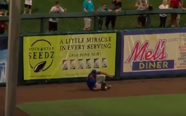 Tim Tebow Ran Into The Wall To Make A Catch