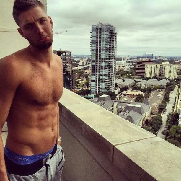 Chandler Parsons Terrorizes Anybody who wants to sleep on a Plane