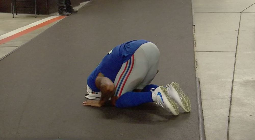 Odell Beckham Assumed the Position in the Locker Room