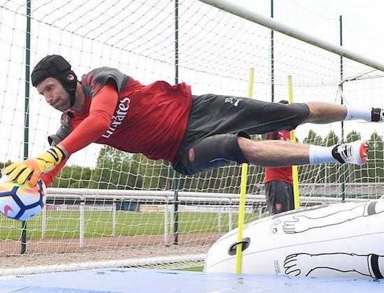 Watch How Arsenal Goalie Stays Sharp