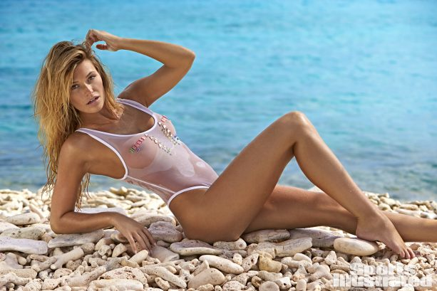 Samantha Hoopes Rocks Back & Forth In Curaçao