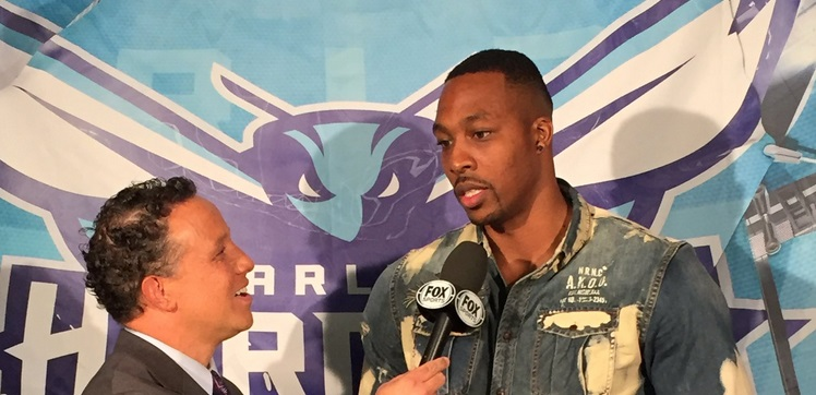 Dwight Howard Continues to Suck at Dressing
