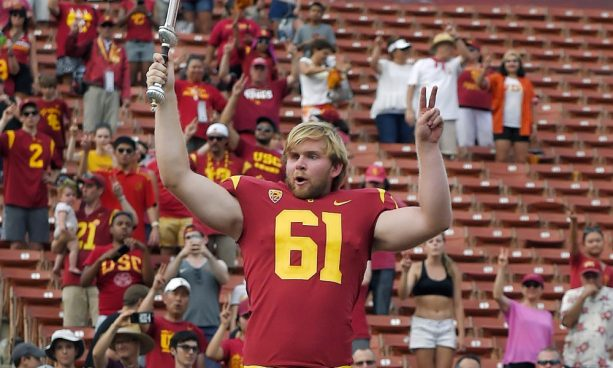 Blind USC long-snapper Has Golf Skills Too