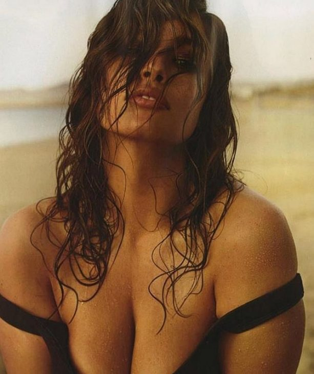 SI Cover Girl Ashley Graham Flashes Back to A Flashing Bust