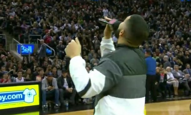 Drake declares Rockets' winning streak over in the middle of the Game