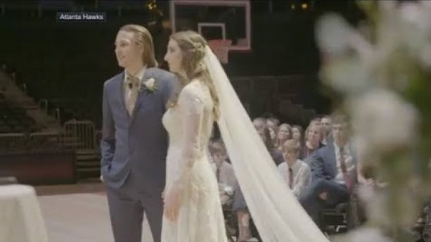 Atlanta Hawks' Fans Who Met on 'Tinder Night' at Philips Arena get Married