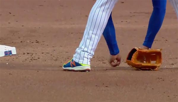 Yoenis Cespedes Breaks Necklace Sliding – Scatters Diamonds Everywhere (VIDEOS)