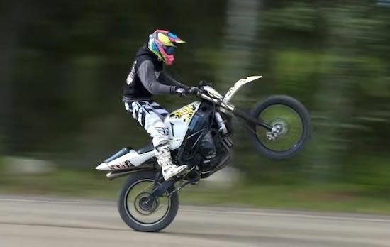 WATCH: Insane 162HP 1000cc Suzuki GSX-R With Dirt Bike Wheels And Suspension