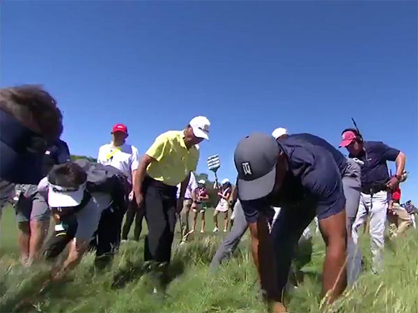 Tiger Woods Joined Dozens Of Golf Fans To Search For Dustin Johnson's Golf Ball