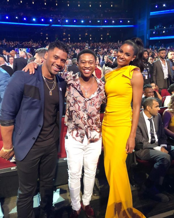 Watch Shiggy Stiff Arm Russell Wilson So He Can Get A Solo Pic With Ciara At ESPYS (Video)