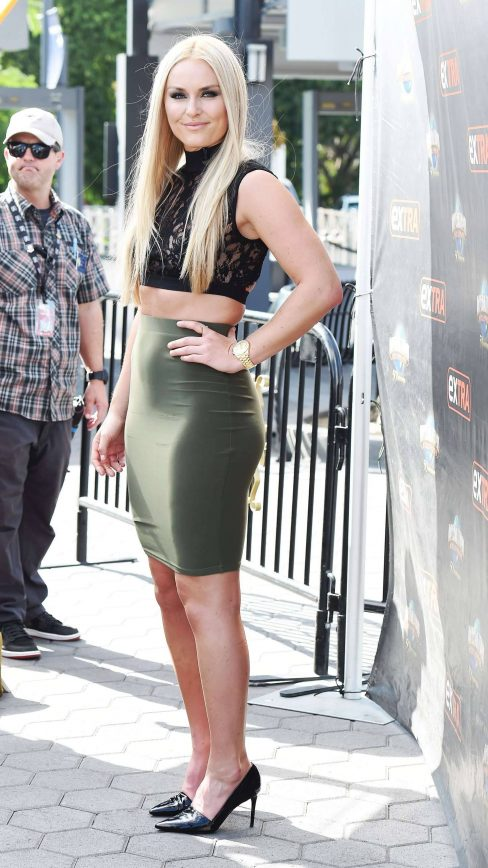 lindsey-vonn-on-the-set-of-extra-in-los-angeles-mon-oct-10-2016_7