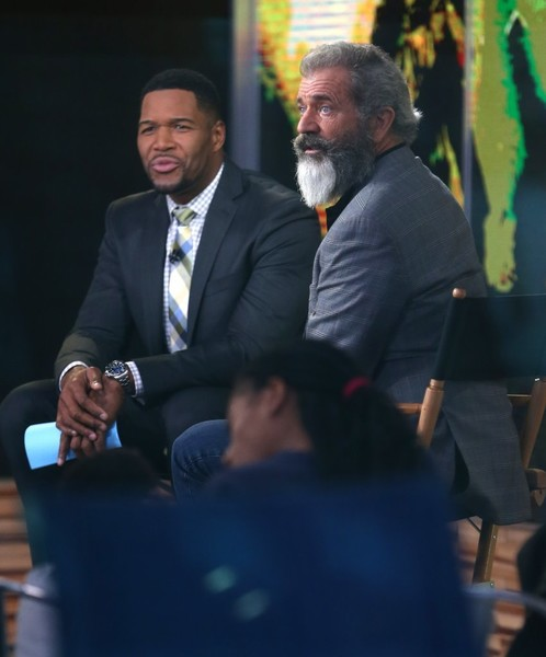 Michael Strahan Gets Chummy with Mel Gibson