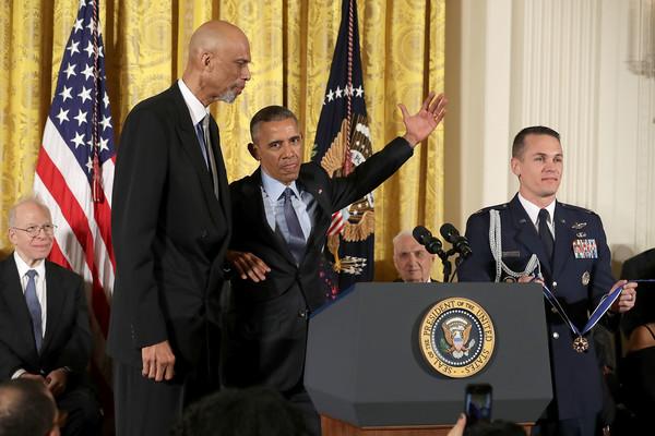 Obama Tried to post up Kareem Abdul Jabbar