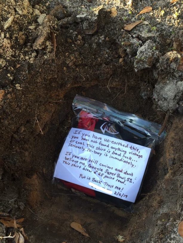 Atlanta Falcons Fan Lays His Jersey To Rest
