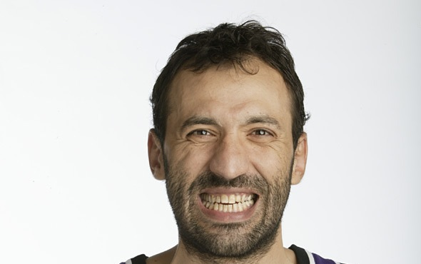 """Radio Host Suspended For Calling Vlade Divac a """"Moron"""""""