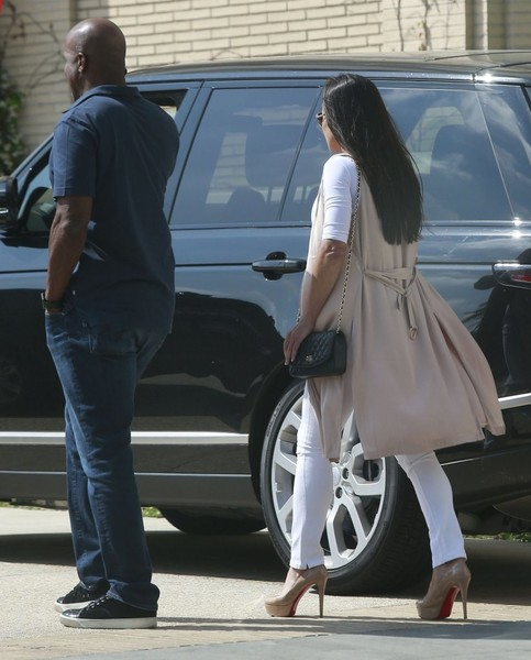 Barry Bonds and Girlfriend Be Shopping