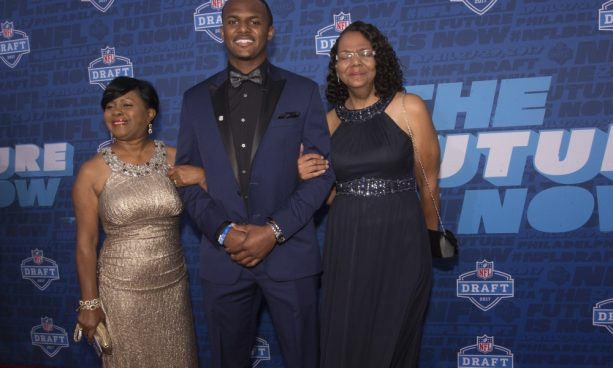 Deshaun Watson Brought to Tears as he Reads a Letter from his Mom
