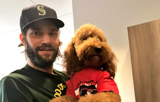 Robin Lopez Brought His Dog To The Bulls Facility For His Exit Interview