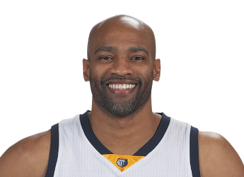 40 Year Old Vince Carter Threw Down A Dunk On A Fastbreak