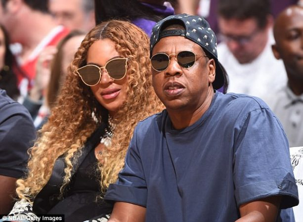 Jay Z Palming Beyonce's Belly Bump Courtside