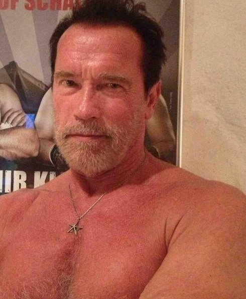 Arnold Schwarzenegger Says he is going to Conor McGregor vs Floyd Mayweather Jr Fight