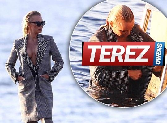 Pamela Anderson Topless In Saint-Tropez