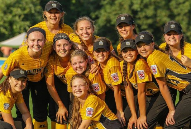 Girls Softball Team Throws Up the Middle Finger and Gets Disqualified from World Series