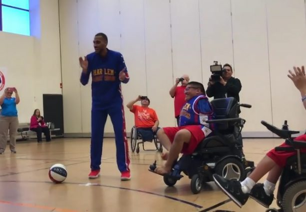 Olympian with No Arms Shoots Hoops with Globetrotters