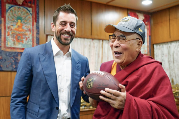 Aaron Rodgers Hanging With The Dalai Lama In India