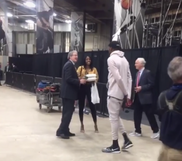 Video- Kevin Durants Girlfriend Brings Him Lunch After Practice